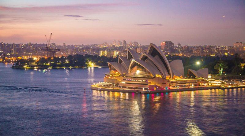 Het is veel mensen bijna overkomen, maar de 18-jarige Nederlandse Milan Schipper landde echt in het verkeerde Sydney. Bij het boeken van zijn vlucht naar Sydney in Australië, koos Schipper per ongeluk voor Sydney in Canada.