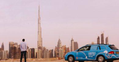 Nederlander kruist als eerste Midden-Oosten met elektrische auto