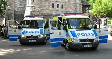 Voertuig rijdt in op menigte centrum Stockholm