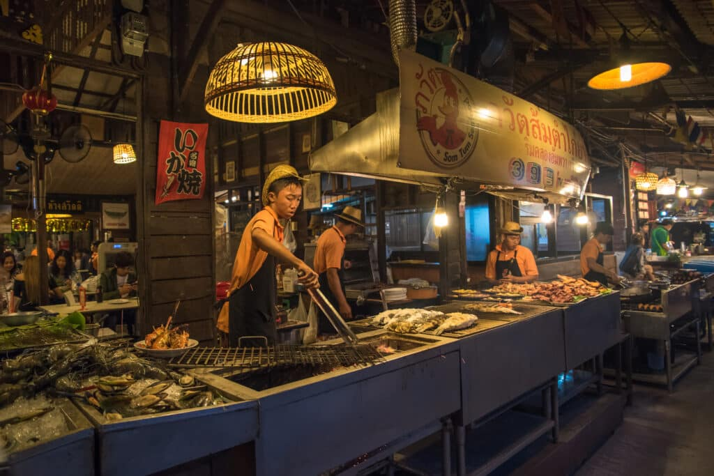 Bangkok doet bekende eetstalletjes in de ban