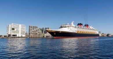 Disney cruise schip voor het eerst in Amsterdam