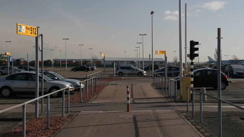 Schiphol gaat parkeergarage P2 sluiten