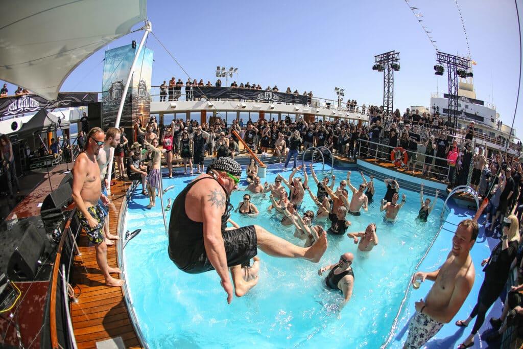 Full Metal Cruise met TUI: 45.000 blikken bier