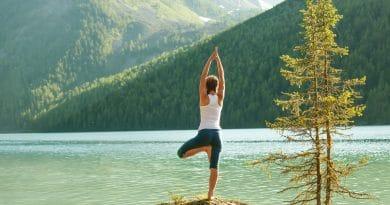 Yoga bij zonsopkomst in Zwitserland