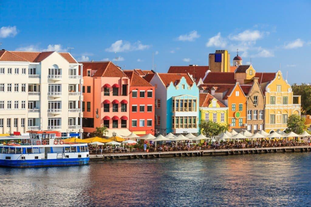 Avila Beach Hotel komt met blog over Curaçao