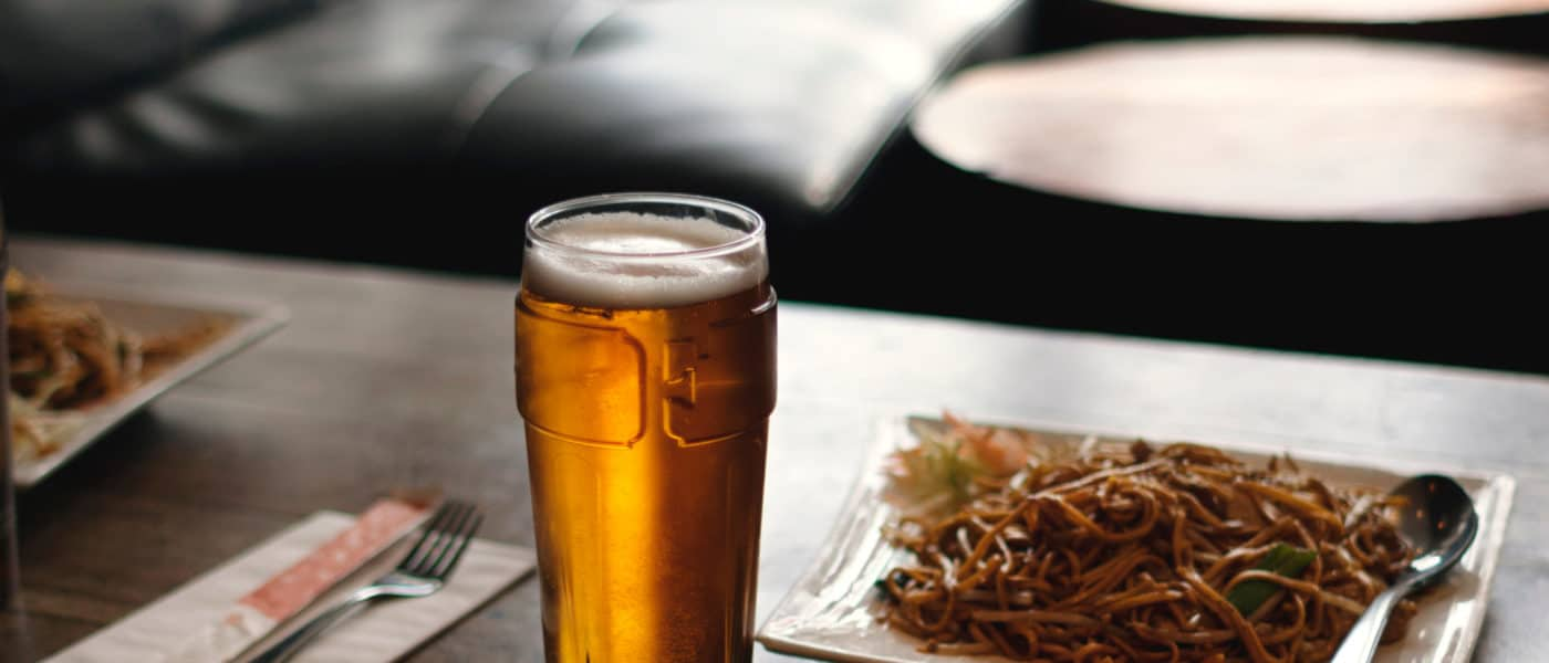 Drink ijskoud noedelbier in Canada
