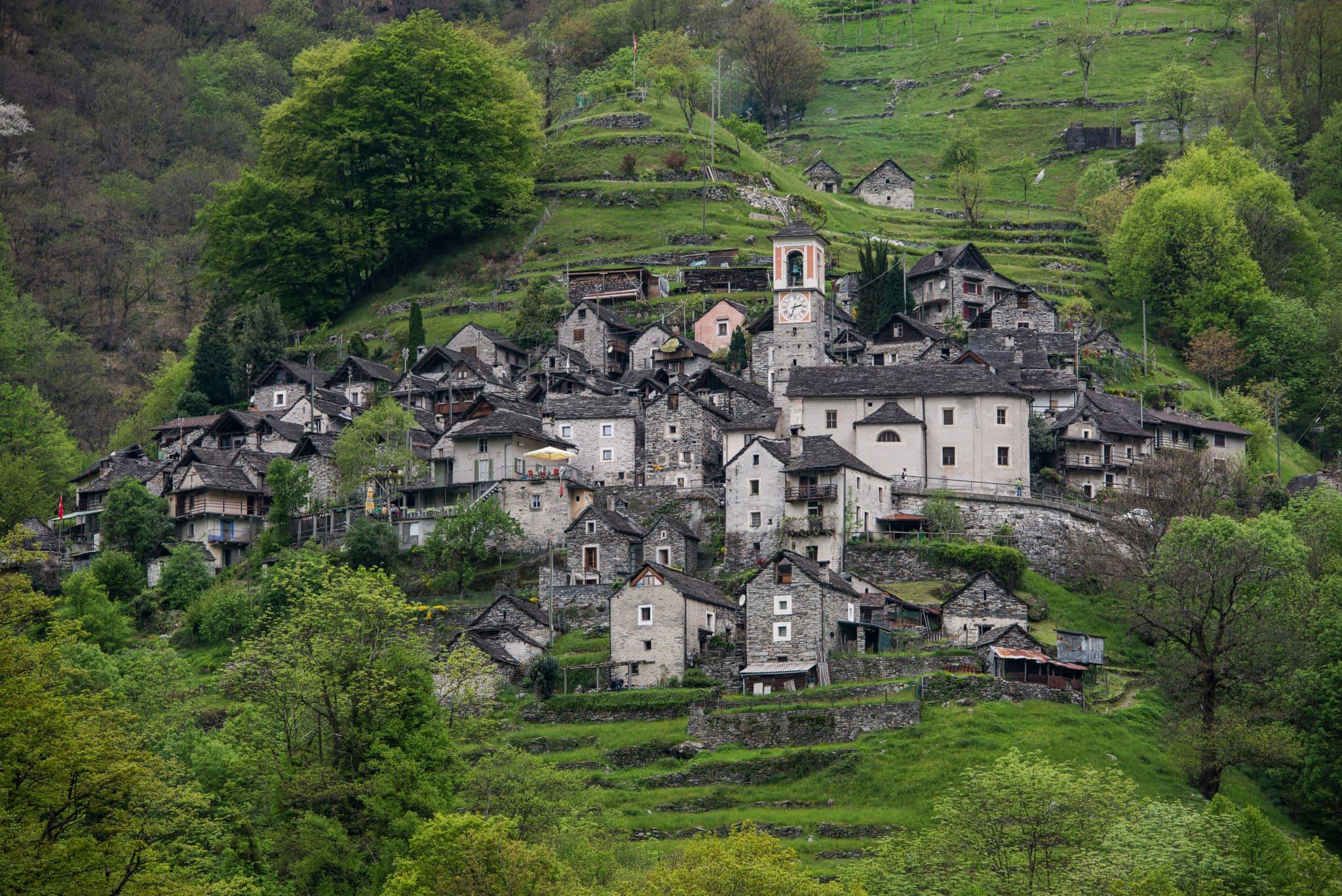 Een volledig Zwitsers dorp wordt een hotel