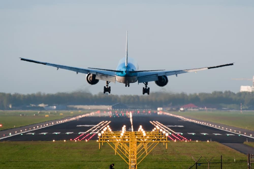 KLM annuleert 159 vluchten vanwege storm
