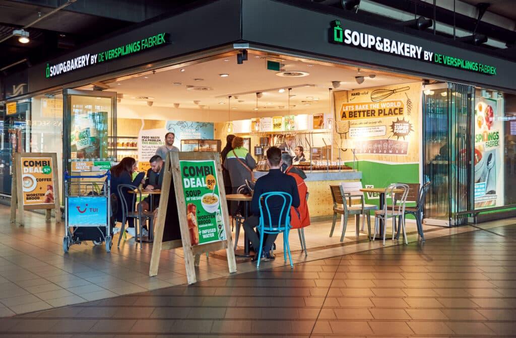 Verloren groenten krijgen tweede leven op Schiphol