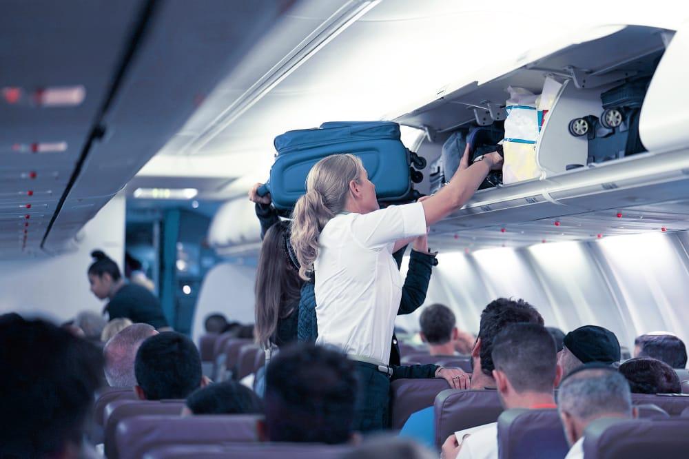 App meet of jouw handbagage in bagagevak vliegtuig past