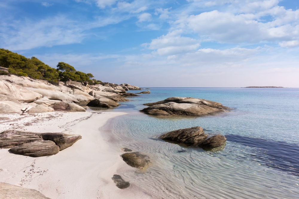 Strandlandschap op Diaporos eiland.
