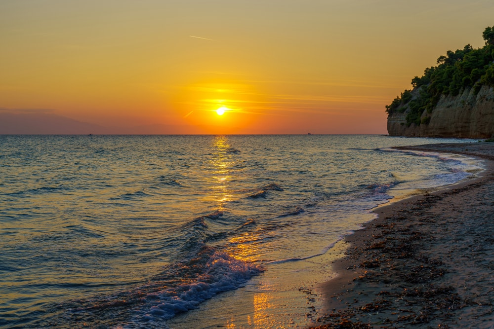 Zonsondergang aan de kust van Kassandra.