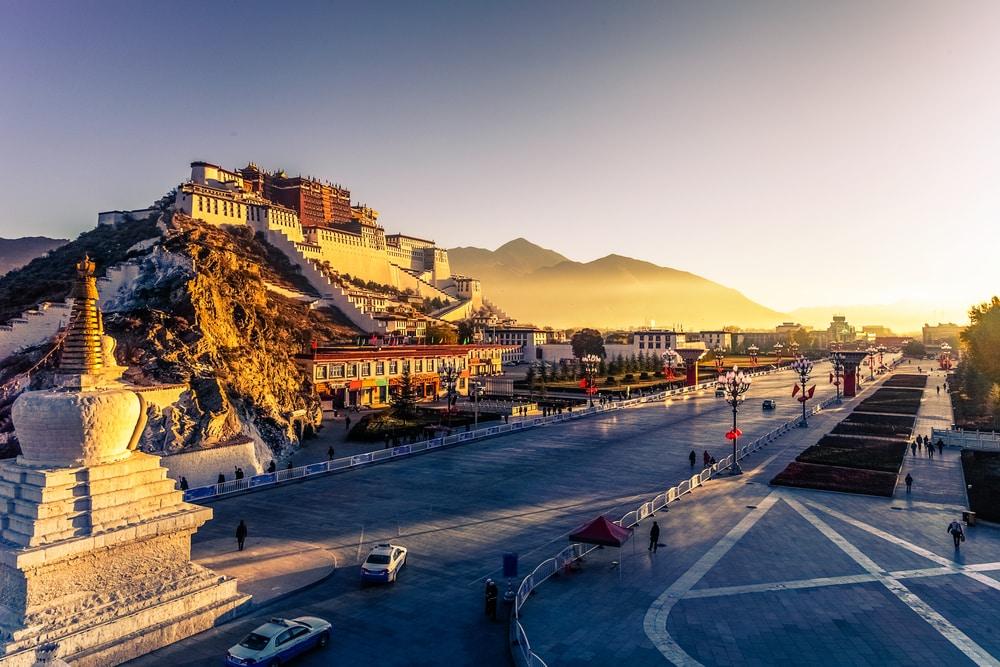 Bezoek een van de vele tempels in Tibet