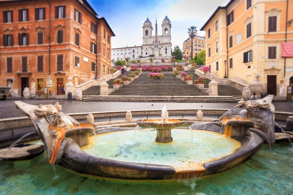 Beklim de trappen van Piazza di Spagna