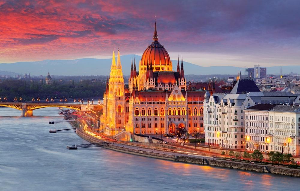 Wandel door Boedapest met de zonsondergang