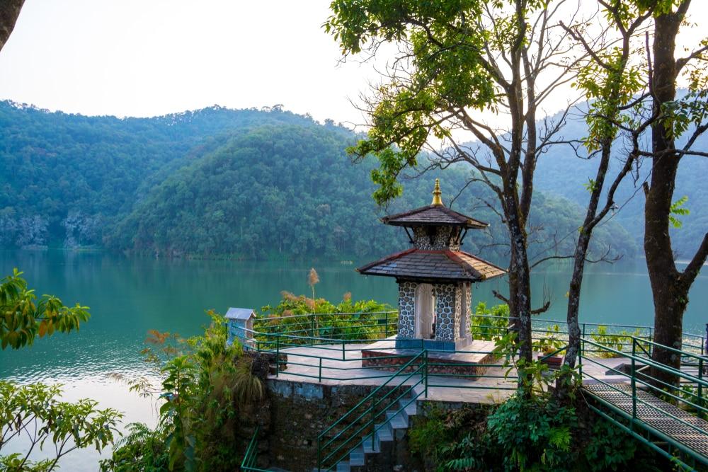 Het prachtige meer in Pokhara