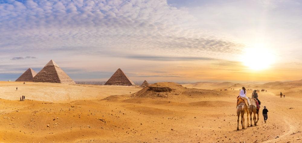 De prachtige Piramides of Gizeh