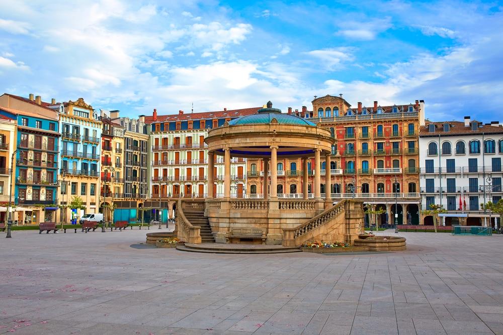 Het gezellige plein Plaza del Castillo