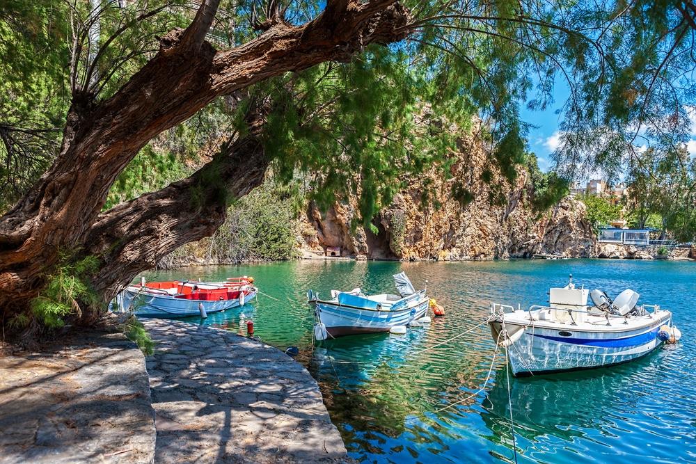 Zwemmen in het meer op Kreta