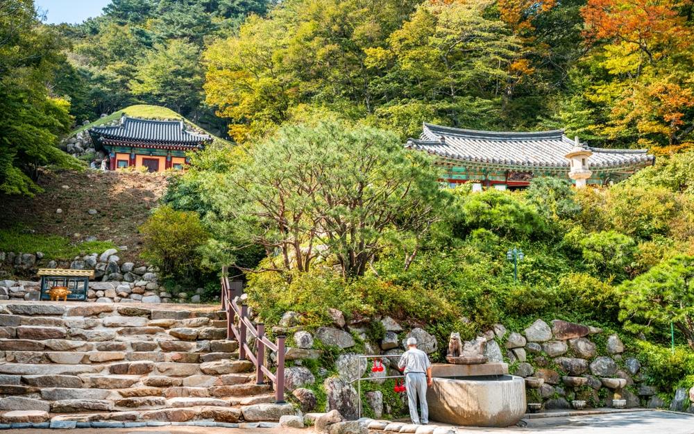 Bezoek de verstopte tempel en geniet van het uitzicht.