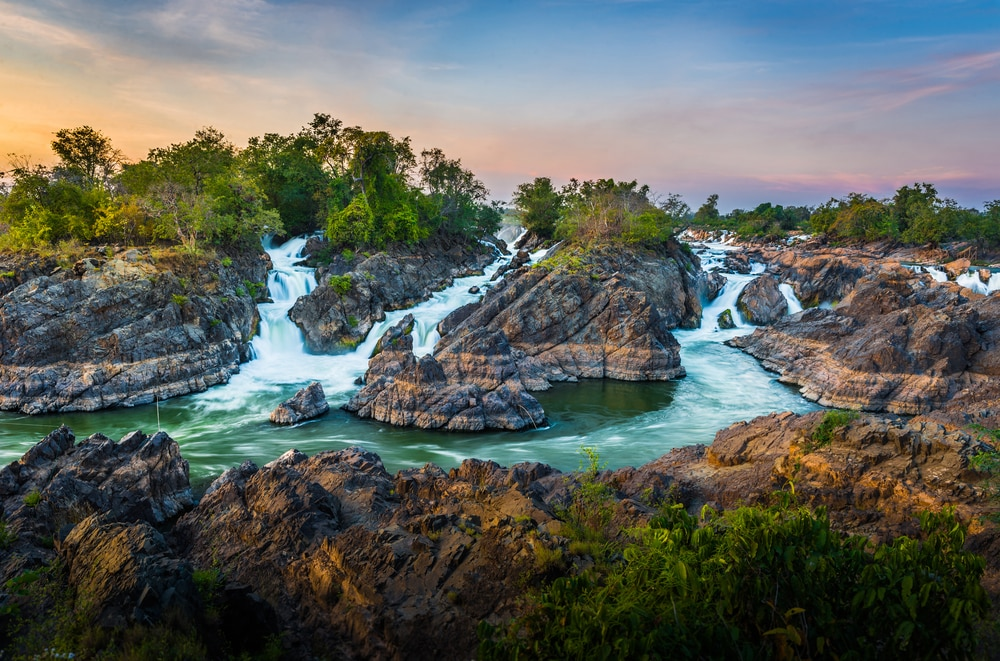 Bezoek een van de eilanden van Si Phan Don
