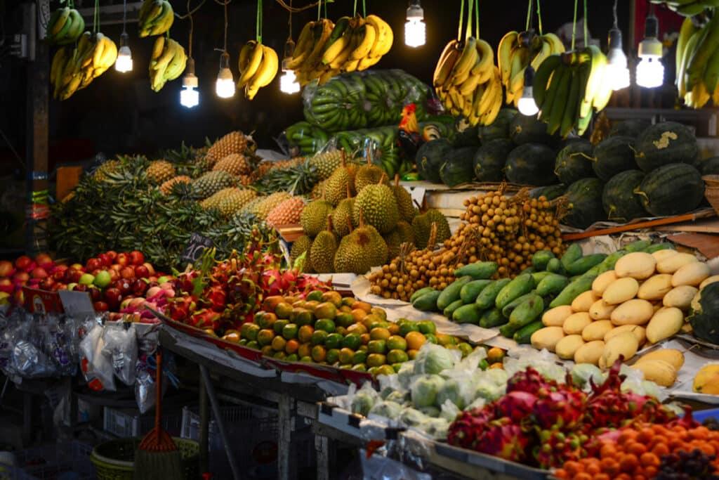 Lokale markt op Phuket met heerlijke, verse groenten en fruit.