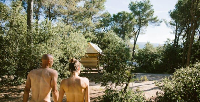 Zes keer puur overnachten in Franse naturistendorpen