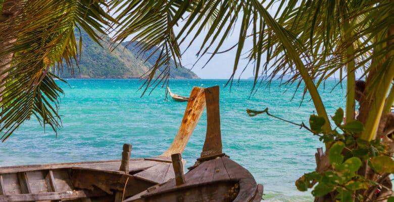 Laem Ka Beach op Phuket, Thailand