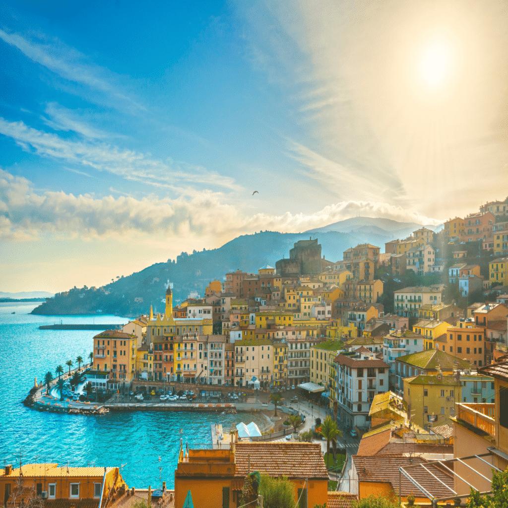 De stad Porto Santo Stefano in Italië